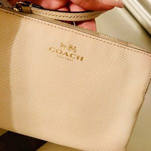 Cute Women's Coach Wristlet!